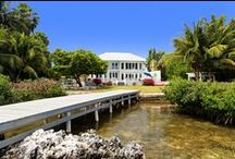 Shamrock House - Cayman Villas / Beautiful contemporary styled home on the South Shore, perfect for familes looking to relax and enjoy privacy and comfort, whilst being close to George Town, Seven Mile Beach, shops and restaurants.