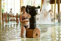 Overdekt zwembad / Ons overdekte zwembad biedt u een unieke ervaring. Het zwembad heeft een kiezelstrand om het water in plaats van tegels. Het strandgevoel wordt versterkt door het Caribische decor. Een camping waar veel voorzieningen zijn voor het hele gezin!