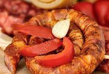 Traditional romanian food / Preparate traditionale romanesti / Traditional romanian food / Rumänischen traditionellen produkten / produits traditionnels roumains sorici, caltabos, sunca, carnati, muraturi / rind, black pudding, bacon, sausages, pickles / rinde, blutwurst, speck, würstchen, gurken / croute, boudin noir, bacon, saucisses, conserves au vinaigre