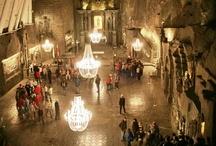 Wieliczka-zoutmijn opent nieuwe mijnwerkersroute / De toptoeristische attractie Wieliczka-zoutmijn trekt jaarlijks vele bezoekers. Nu is een nieuwe zogenaamde 'mijnwerkersroute' geopend. http://www.polen.travel/nl/nieuws/wieliczka-zoutmijn-opent-nieuwe-mijnwerkersroute/