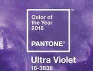 """ULTRA VIOLET / Gebannt haben wir darauf gewartet, dass Pantone® endlich die Farbe des Jahres 2018 kürt. Und da ist sie: Pantone® 18-3838 TCX Ultra Violet! Das Unternehmen hat """"Ultra Violet"""" zur Farbe 2018 ernannt. Eine spannende Wahl – noch spannender wird, was Designer aller Disziplinen aus diesem Trend machen werden."""