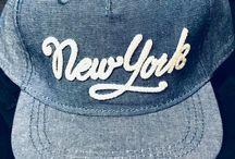 Daily New York / We Love New York – Täglich haben wir Kontakt mit der Stadt die angeblich niemals schläft. Egal ob im Fernsehen, Internet, der Straße oder Freunde. Wir halten diese Momente fest…
