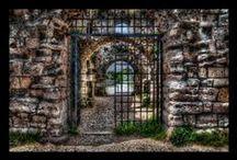 CENTRAL GATES-WALLS ... / γυρω γυρω απ το συγκ....