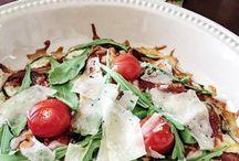 REZEPTE   Low Carb Pizza / Hier findest Du alle Rezepte für Pizza mit wenig Kohlenhydraten, Pizza aus Gemüse oder Pizzaboden aus Nüssen.