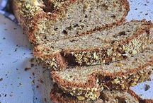 REZEPTE   Brote & Brötchen ohne Kohlenhydrate - Low Carb & Paleo / Hier findest Du leckere Low Carb Brote und Brötchen. Egal ob süß oder kernig, mit einer extra Portion Protein oder aus Samen und Nüssen. Eins haben unsere Low Carb Brote und Brötchen alle gemeinsam: Sie sind alle unglaublich lecker!