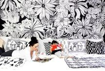 Blanc / White has a way to enlight a room and make every other color in it pops. I love good white arrangements