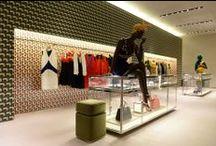 Visual Merchandising / Ideias de exposição de produto, ilhas de manequins e ambientação de corners e pontos focais no ponto de venda.