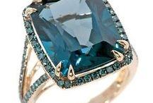 Jóias/Bijuterias / Esta pasta é uma mistura de jóias, semi-jóias e bijuterias.