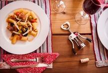 Jantar Italiano / A Brinox montou uma mesa linda para mostrar o melhor jeito de servir esta massa deliciosa, regada, é claro, a um bom vinho.  Locação: Puppi Baggio