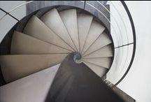 Escalier Décoration Bord de Mer ou Maison de Vacances / Escaliers Décors® (www.ed-ei.fr) vous propose ici un cahier de tendances sur la décoration de style bord de mer pour que votre escalier s'harmonise avec votre décoration, votre mobilier, vos goûts et votre personnalité. Ici nous mettons tout particulièrement en valeur les matières naturelles comme l'acier, le fer, le bois, les finitions patinées. Avec Escaliers Décors®, imaginez le vôtre ! / by ESCALIERS DÉCORS® www.ed-ei.fr