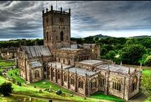 Location, St Davids / St Davids is the UK's smallest city situated at the tip of the south western peninsula of Wales, where Saint David, the patron saint of Wales, was born and established his work.