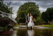 Rainy day wedding photography / Wedding photos can still be taken in the rain