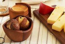 Accesorii bucătărie și dining / Tot ce ai nevoie pentru decorarea mesei:  ✓Pahare ✓Veselă și tacâmuri ✓Decorațiuni masă ✓Utile mesei