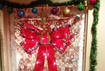 Holiday Door Decorating Ideas / The Holiday Door Decorating Contest has begun at Bridgeview, Water Street, and Perry Payne Apartments! Need some help? Check back here for ideas!