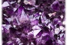 The magical crystals / The use of crystals in holistic healing and massage and their benefits
