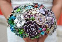 Brooches...Ahhhh the lovely bouquets you can create / ♥ to see people create
