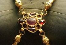 Byzantine and islamic Jewelry and Textile