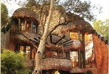 地球の家 / 中に入ってみたくなるような味のある小屋、地形に合わせて作られた珍しい形の家など集めました。