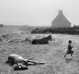 Josef Koudelka 1938 / Photographe tchèque naturalisé français en 87. Né à Boskovice (Moravie). Photographie les gitans en Tchécoslovaquie, en Roumanie ; l'invasion des troupes du Pacte de Varsovie, qui mit brutalement fin à l'expérience du Printemps de Prague, en août 1968. Après vingt ans d'exil, il retourne dans son pays natal en 1990, après la Révolution de velours et ses photos de 1968 sont enfin publiées à Prague. Wiki