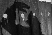 Vivian Maier 1926-2009 / Photographe de rue américaine dont le travail est demeuré inconnu jusqu'à sa mort et sa découverte fortuite. Née à New-York - morte à Chicago à 83 ans. Wikipédia