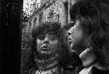 Ed Van Der Elsken 1925-1990 / Photographe d'origine hollandaise. Né à Amsterdam - mort à Edam à 65 ans. Il photographie les corps harassés de fatigue, l'abandon dû à l'alcool, la danse, le plaisir sexuel. Il sait être photographe de l'intime, et en cela il se rapproche du travail de la photographe Nan Goldin. Wiki