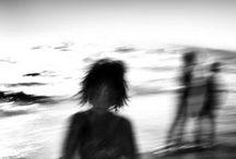 """Carmelo Bongiorno 1960 / Italien. Né à Catane (Sicile). """"Dans ses photographies, la mise au point n'est pas sur les objets et les lieux, elle est sur la poésie de l'atmosphère, sur le monde intérieur du photographe, et sur la vérité des sentiments éprouvés dans l'intimité d'une île à nulle autre pareille."""" (Guy Mandery, L'île et ses images, in Le Monde diplomatique, novembre 1998) (Wiki). http://www.carmelobongiorno.com/"""