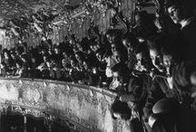 Herbert List 1903-1975 / Photographe allemand né à Hambourg - mort à Munich à 71 ans. Fasciné par la peinture surréaliste, il établit souvent des liens entre deux sujets en apparence totalement différents ou déconnectés de la réalité, afin, selon lui, de « saisir dans l'image le côté magique du phénomène ». Photographe majeur de l'homoérotisme, il est également l'auteur de très nombreux nus masculins en noir et blanc, toujours très stylisés et qui ont marqué des photographes modernes tels Herb Ritts. Wiki