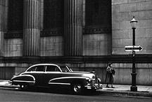 Minor White 1908-1976 / Photographe américain, né à Minneapolis - mort à Boston à 67 ans. Cofonda le magazine Aperture, avec Ansel Adams et Dorothea Lange entre autres. Commissaire d'exposition à la George Eastman House, il édita son magazine Image. Enseignant au MIT. Bisexuel, il fut toute sa vie tourmenté par ce penchant à l'époque inacceptable socialement. Certaines de ses photographies d'hommes nus sont considérées comme des chefs d'œuvres du genre, mais publiées uniquement en 1989. Wiki