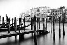 """Mimmo Jodice 1934 / Photographe italien. Né à Naples. Il aime à citer la phrase de Pessoa : """"Mais à quoi pensais-je avant de me perdre à regarder ?"""". (Renconres d'Arles)"""