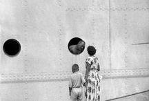 Henri Cartier-Bresson 1908-2004 / Photographe humaniste français. Né à Chanteloup-en-Brie - mort à Montjustin (Alpes-de-Haute-Provence) à 95 ans. Avec Walker Evans, Brassaï, Kertész et quelques autres, il est considéré comme un pionnier du photojournalisme allié à la photographie d'art. Fonde en 1947 la célèbre agence coopérative Magnum Photos. Connu pour la précision au couperet et le graphisme de ses compositions (jamais recadrées au tirage). Wikipédia