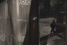 Boris Savelev 1947 / Photographe russe, né en Ukraine. Débute la photo en 63. D'abord ingénieur dans l'aviation. En 82, il travaille en freelance pour des maisons d'édition en URSS et à l'étranger. Actuellement, il travaille exclusivement sur ses propres projets. Il utilise différents appareils, préférant le Leica M3 avec un objectif 50mm. Il imprime ses photos lui-même à l'aide (platine, gomme bichromatée) de techniques traditionnelles et alternatives. (www.b-savelev.com).