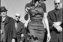 MAGNUM PHOTOS 1947 / Magnum Photos est une coopérative photographique. Créée en 1947 par Robert Capa, Henri Cartier-Bresson, George Rodger, William Vandivert et David Seymour, elle fut la première de ce genre à voir le jour. (wikipedia)