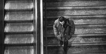 Raymond Depardon 1942 / Photographe, réalisateur, journaliste et scénariste français. Né  à Villefranche-sur-Saône. Considéré comme l'un des maîtres du film documentaire. Créateur de l'agence Gamma, membre de Magnum Photos depuis 1979. Wiki