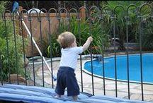 Pool-Steck-Zaun light / Unser Teichzaun light kann auch einen Swimmingpool kindersicher gestalten. Weitere Infos und Preise auf www.teichzaun.de