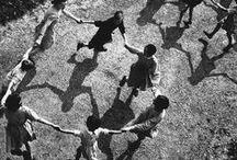 GROUPE DES XV (1946) / Promouvoir la photographie en tant qu'art et attirer l'attention sur la sauvegarde du patrimoine photographique français. Ils se réunissent dans le studio de portraits d'André Garban, rue Bourdaloue, près de l'église Notre-Dame-de-Lorette. Il organise de 46 à 57 une exposition annuelle. A. Garban organise aussi, à partir de 1946 le Salon national de la photographie, dans la galerie Mansart de la Bibliothèque nationale.