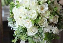 ブーケ・会場装花 [ 白×緑 ホワイト×グリーン ] wedding flower / ブーケや会場装花、花冠等のウェディングフラワーを中心に、ケーキ、ドレス、招待状、シューズ、アクセサリー等、結婚式のイメージをカラー別にまとめたボードです。 wedding,flower,bouquet,centerpiece,decor,white,green