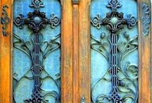 DOOR DECOR / Front doors that really make a statement of their own.