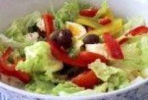 Insalate ricche / Sta per arrivare la primavera, diamole il benvenuto con un piatto fresco,leggero, saporito e stravagante: una bella insalata con frutta.
