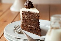 Cakes / by Nicole Bastos