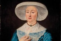 Fashion in Harlingen and Friesland, 18th century. / Ladies wearing big lace hats, gentlemen wearing wigs.