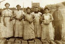 Werkende vrouwen. Hard working women 1900 / Werkende vrouwen