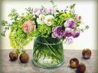 """Художник Hashimoto Fujico / ЯПОНСКАЯ ХУДОЖНИЦА ХАШИМОТО ФУДЖИКО. """"На сегодняшний день я сосредоточена на живописи: я рисую растения, цветы, ветки и ягоды..Растения на моих картинах в основном изображены в прозрачных вазах. Тщательное наблюдение за природой, следование одной и той же форме и цвета в акварели являются сутью моего стиля. Я подписываю свои акварели своим именем, Fujico""""."""