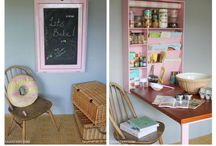 Kitsch Kitchen Decor / Making the most of a small kitchen with vintage accessories and applicances