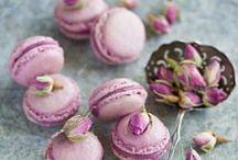 Słodki bufet w kolorze Radiant Orchid... czyli słodkie inspiracje cz.1 / Rzuć okiem na nasze inspiracje, skontaktuj się z nami i zaskocz swoich gości słodkim stołem!  DecoEmotions, www.decoemotions.pl, mail: decoemotions@wp.pl