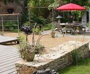 Les terrasses / La terrasse est l'élément fort de votre jardin, c'est un espace spécialement conçu pour vous, pour votre bien être et votre confort. Cet élément de détente fait de votre jardin une pièce à vivre à part entière.