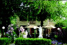 Villa Verone Ristorante Italiano / Villa Verone embraces the values of authentic southern Italian cooking and an Italian family. It is the experience that is passed down between generations. Come and enjoy a delicious meal around a great atmosphere and service. You will have the chance to see the owner hum some Sinatra or Dean Martin songs.