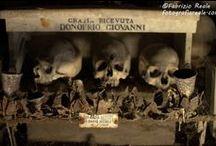 Cemetery, graveyards, tombstones, churchyards and graves. / Foto's van begraafplaatsen, kerkhoven, graven.