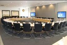 Inspiration / Inspiratie Hoogheemraadschap Schieland en Krimpenerwaard / Na een ingrijpende renovatie heeft ROHDE & GRAHL de inrichting van de nieuwe vergaderzaal bij het Hoogheemraadschap Schieland en Krimpenerwaard verzorgd. Met de nieuwe inrichting werd invulling gegeven aan de wens om te zorgen voor goede arbeidsomstandigheden en maximale flexibiliteit.