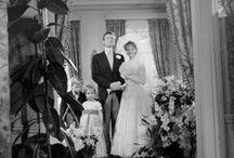 Le Mariage - Paris en Images / Il est une union conjugale rituelle et contractuelle, juridique ou religieuse, il est pour certaines personnes le plus beau jour de leur vie. Le mariage c'est une fête, une union, une robe, des amis, la famille … Nous vous proposons de découvrir notre sélection photographique sur le thème du Mariage issue de notre site Paris en Images.