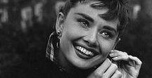 #10 - Mulheres Estilosas de Todos os Tempos. / Adoro fazer listas! Essas são as 10 mulheres mais estilosas de todos os tempos segundo minha opinião. Veja mais em: https://www.youtube.com/ritapradoburgos.